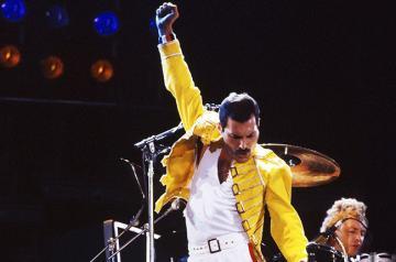 Actualidad Actualidad Honran a Freddie Mercury con una placa en la primera casa de su familia