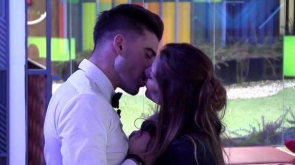 "Actualidad Actualidad Se avecina ""sexo"": dos concursantes de ""GH VIP"" dan rienda suelta a su pasión"